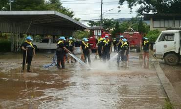 รูปภาพเทศบาลตำบลศรีสองรัก Big Cleaning day หลังน้ำท่วม