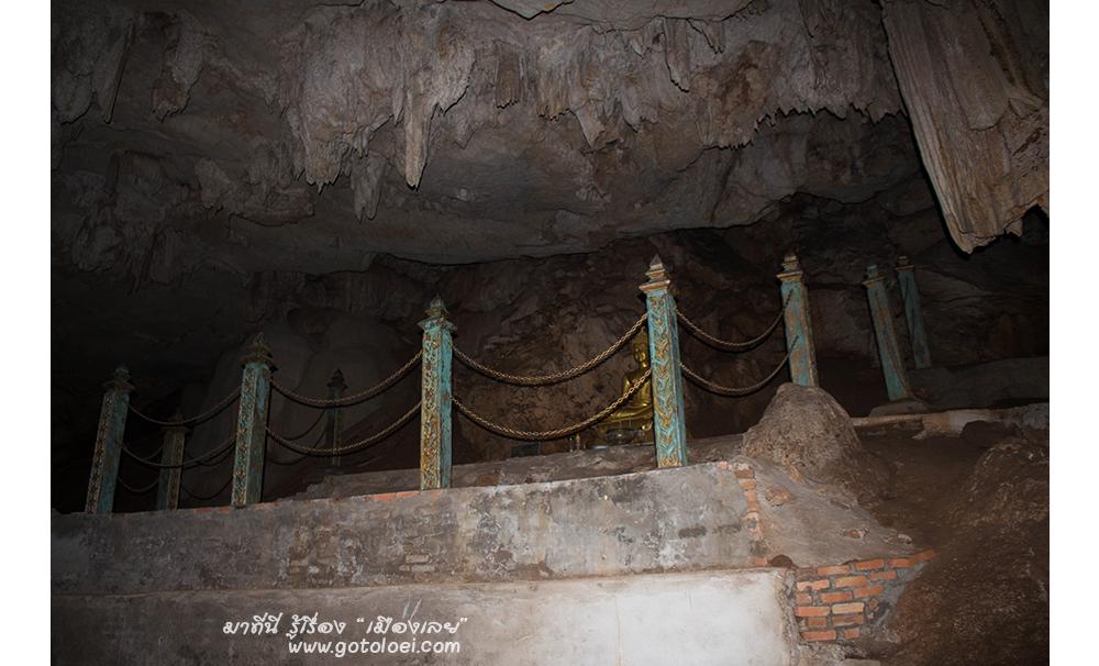 พระพุทธรูปภายในถ้ำ