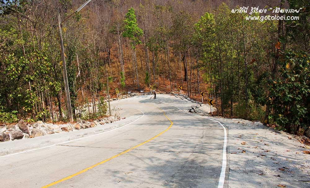 ถนนทางขึ้นภูพุทโธ