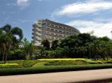 รูปภาพโรงแรมเลยพาเลซเมื่อมองจากสวนสาธารณะ