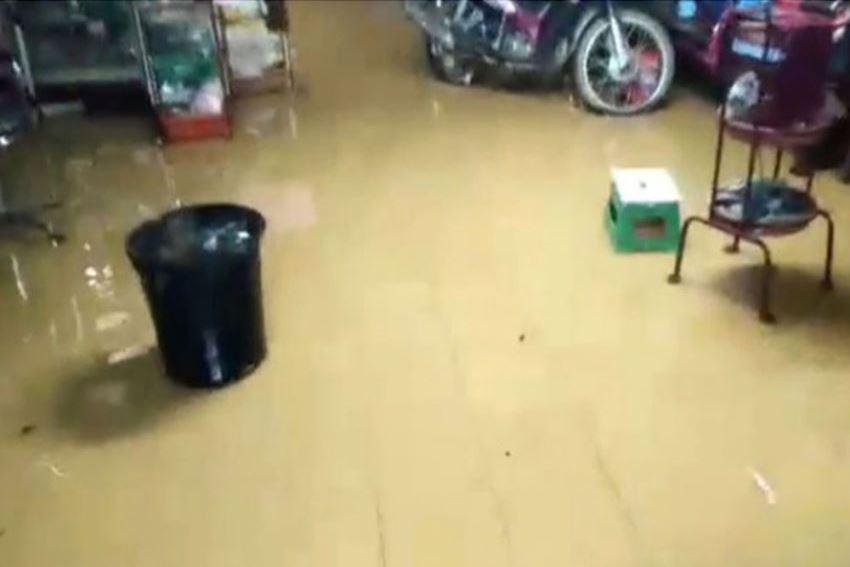 น้ำท่วมเชียงคานชาวบ้านขนของหนีกลางดึก