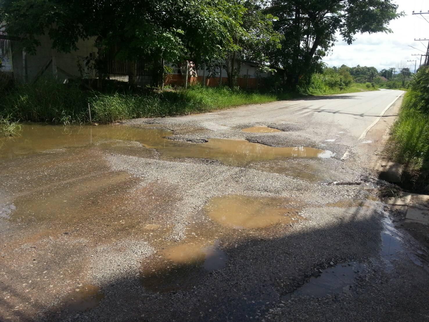 ถนนที่มีน้ำท่วมขัง