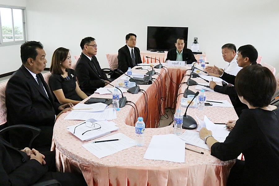 ผู้บริหารสถานศึกษาร่วมประชุมและระดมความคิดเห็น