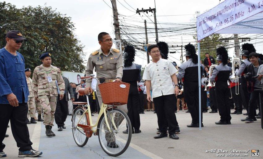 ผู้ว่าเลยปั่นจักรยานเปิดงานดอกฝ้ายบานสืบสานวัฒนธรรมไทเลย