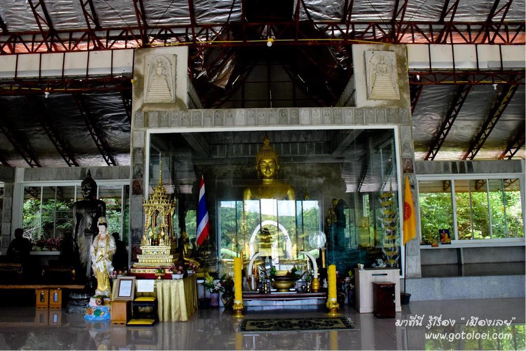 พระพุทธรูปประดิษฐานภายในศาลาการเปรียญวัดถ้ำข้าวสารหิน