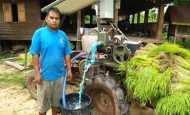 ผู้ใหญ่บ้าน อ.นาแห้ว สร้างรถอีแต๊กแผงโซล่าเซล