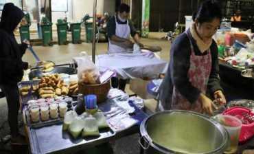 ชาวเลยแห่ซื้อ ปาท่องโก๋-น้ำเต้าหู้ แน่นร้าน แม่ค้ายิ้มขายได้เป็นหมื่น
