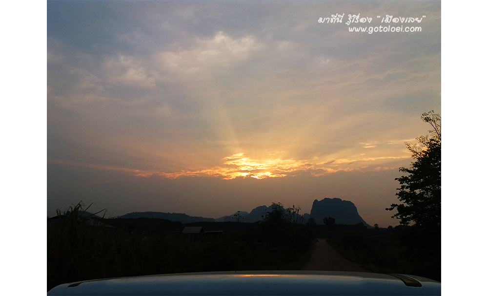 พระอาทิตย์กำลังลาลับขอบฟ้า
