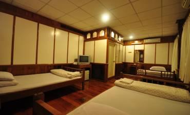 ห้องสำหรับ 6 ท่าน โรงแรมสุขสมบูรณ์
